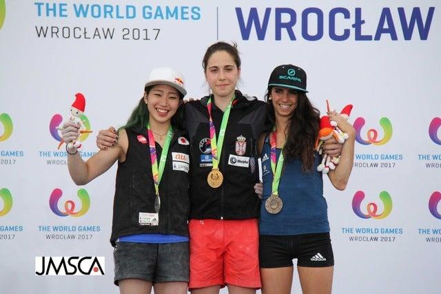 第10回ワールドゲームズ、女子ボルダリングで野中生萌(左)が銀メダルを獲得(2017年7月21日)画像提供:日本山岳・スポーツクライミング協会