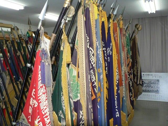 中京大中京の栄光室に飾られている各優勝旗のレプリカ撮影:手束仁