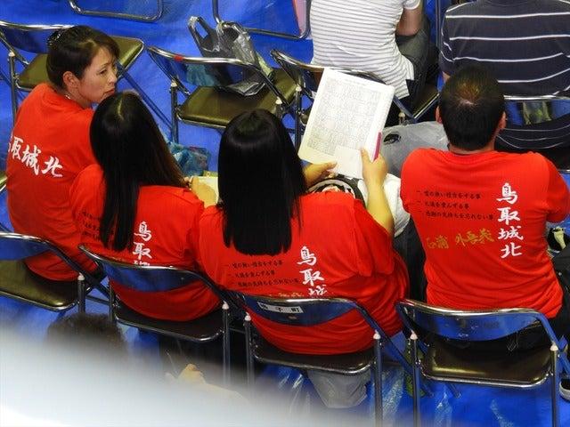 鳥取城北の保護者の人たち撮影:手束仁