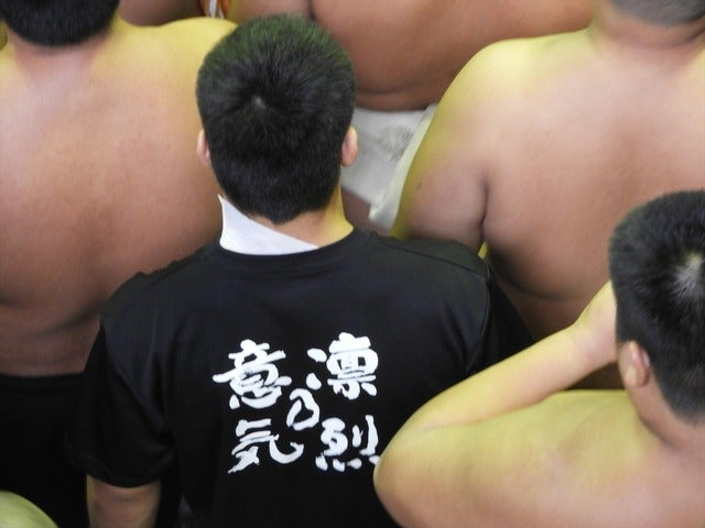 箕島のTシャツ「凛冽の意気」は、校歌にも謳われている撮影:手束仁