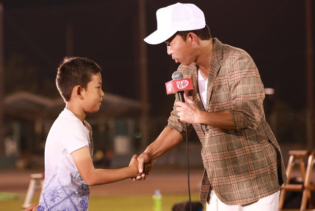 「キット、願いかなう青春の流れ星天体ショー」に元プロ野球選手の赤星憲広さん(右)