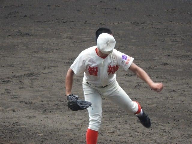 帽子もぶっ飛ぶ、智弁和歌山撮影:手束仁