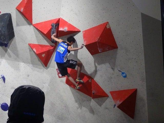 世界ユース選手権男子ボルダリング(ジュニア)で2位になった楢崎明智(2017年9月2日)画像提供:日本山岳・スポーツクライミング協会