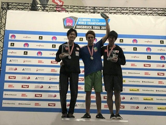 世界ユース選手権男子ボルダリング(ユースA)で土肥圭太(左)が2位、田嶋瑞貴(右)が3位(2017年9月1日)画像提供:日本山岳・スポーツクライミング協会
