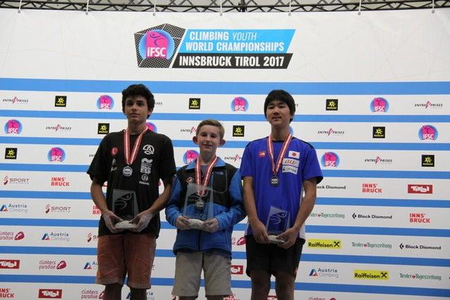 スポーツクライミング世界ユース選手権男子リード(ユースB)で西田秀聖(右)が3位表彰台を獲得画像提供:日本山岳・スポーツクライミング協会