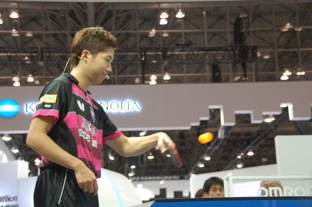 卓球ロボット・4代目「フォルフェウス」記者発表会に登壇した卓球・水谷隼(2017年10月2日)撮影:北川雄太
