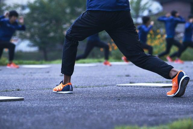 アディダス、青山学院陸上競技部着用モデル「アディゼロ タクミ」発売