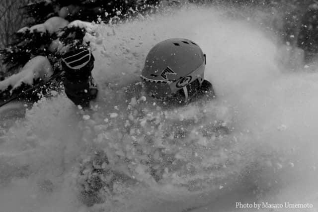 スノートレッキングで巡る雪上写真展「フォトロンプ」が苗場スキー場で開催