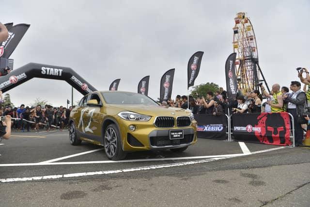 障害物レース「スパルタンレース」千葉大会優勝タイム、男子44分46秒、女子1時間1分7秒