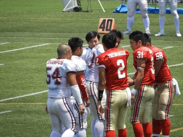 試合前のセレモニー千葉日大一と駒場学園(赤)撮影:手束仁