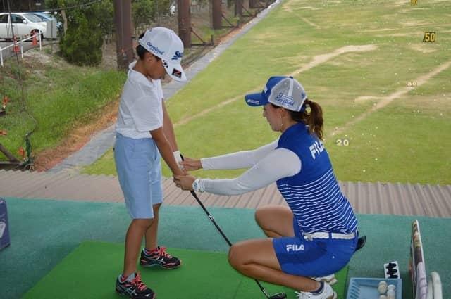 プロゴルファーが指導する「夏季ダンロップジュニアゴルフスクール」開催