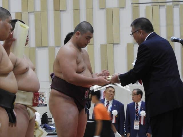 5位の表彰を受ける野村・久國君撮影:手束仁
