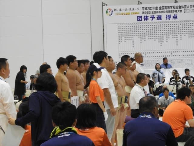 団体決勝開始前の雰囲気撮影:手束仁