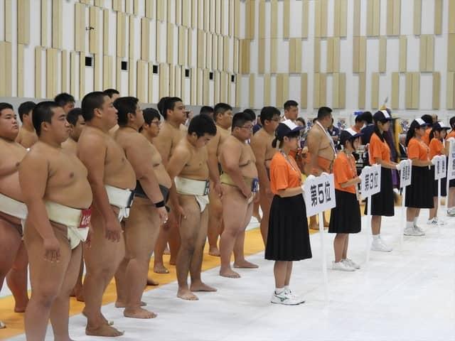 表彰式を待つ選手たち撮影:手束仁