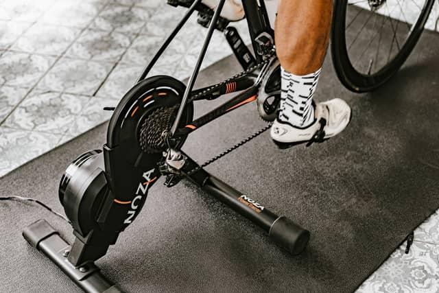 実走に近いトレーニングができる自転車用スマートトレーナー「NOZA」発売