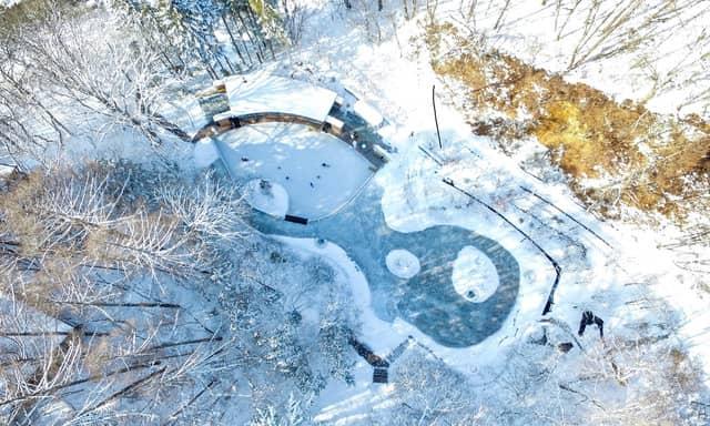 「ケラ池スケートリンク」に寒さだけで凍らせる天然氷エリアが12/20オープン