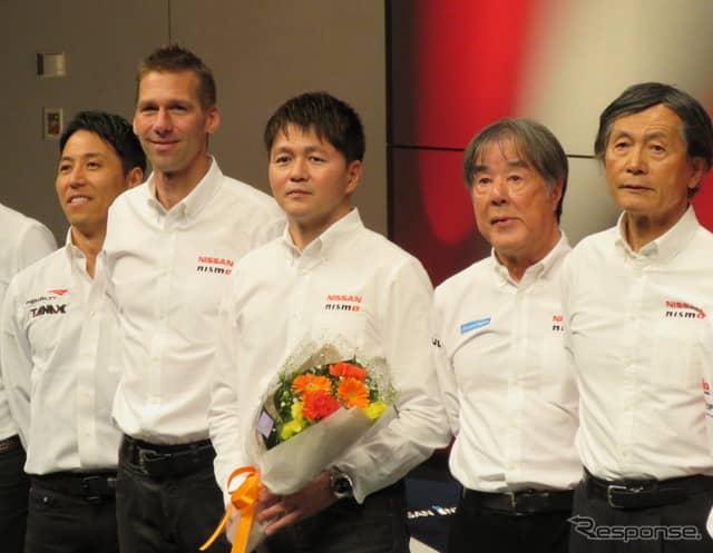 日産の大エース・本山哲(中央)がGT500引退を発表した。《撮影 遠藤俊幸》