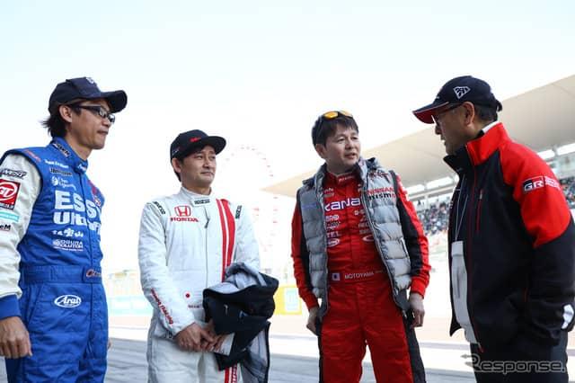 (左から)脇阪、道上、本山、豊田章男トヨタ社長。《撮影 益田和久》