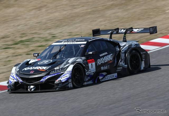 GT500で今季はカーナンバー1を背負うRAYBRIG NSX-GT(昨季王者陣営マシン)。《撮影 益田和久》