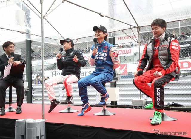 レース前から熱い舌戦を展開した(右から)本山、脇阪、道上。《撮影 益田和久》