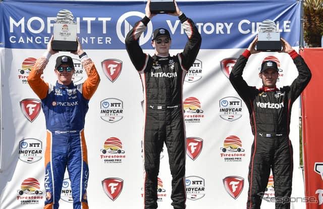 左から決勝2位ディクソン、優勝ニューガーデン、3位パワー。《写真提供 INDYCAR》