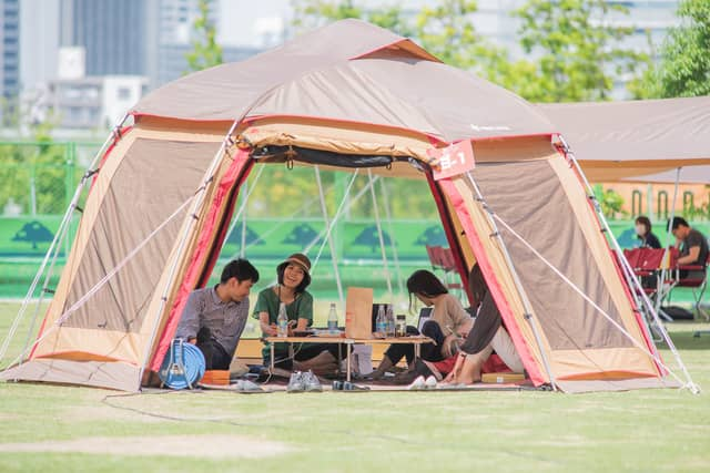 テントやタープをワークプレイスとして利用できる「品川アウトドアオフィス」4月開催