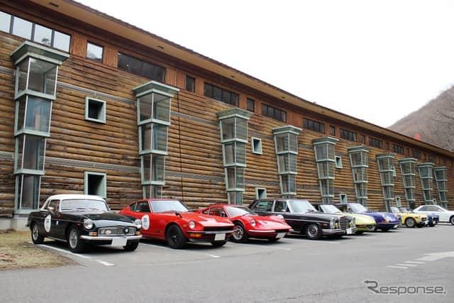 偶然、コンクール・デレガンスの受賞車両がずらりと並ぶ。中禅寺金谷ホテル前にて。《撮影  内田俊一》