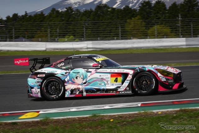 GT300クラス予選6位の#4 メルセデス。《撮影 益田和久》
