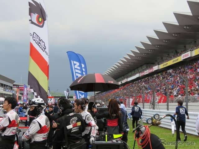 大観衆が富士のスタンドを埋めた。《撮影 遠藤俊幸》
