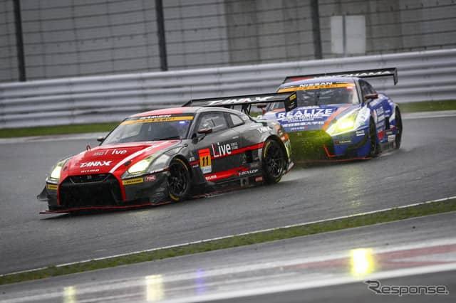 レース途中、GT-R同士のバトル(#11と#56)。《撮影 益田和久》