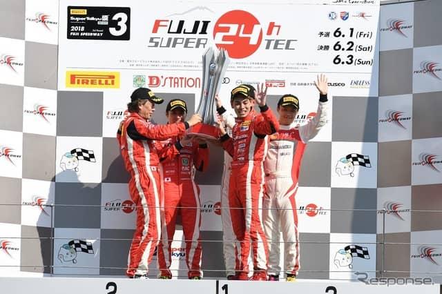 写真は2018年のスーパー耐久シリーズ 富士 SUPER TEC 24時間レースの様子(2018年の優勝チーム)