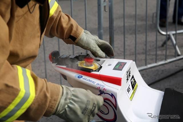 完走後、チームMIRAIのマシンから煙が出たが大事には至らなかった(マン島TTレース2019)《撮影 小林ゆき》