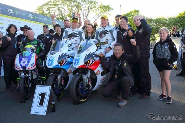 日本チームが表彰台を独占。優勝はチーム無限のルッター選手(マン島TT2019)《撮影 小林ゆき》