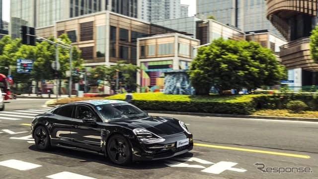 ポルシェ・タイカンの最新プロトタイプ車《photo by Porsche》