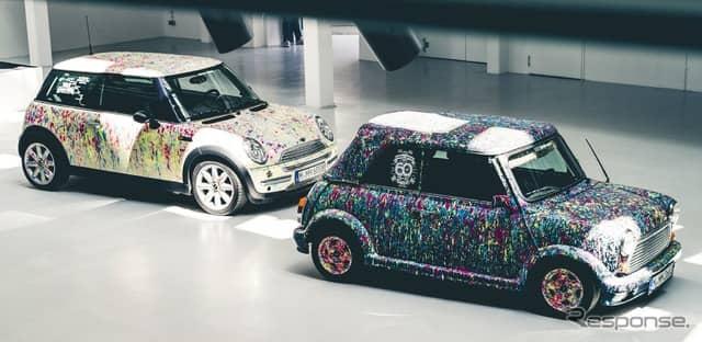 クラシックMiniと初代MINIのアートカー《photo by MINI》