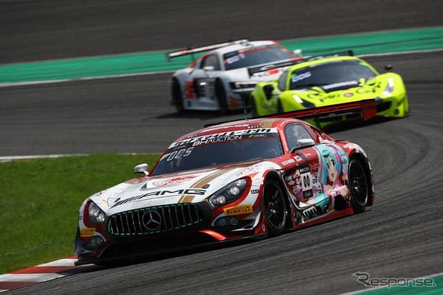 [鈴鹿10時間]5時間経過時点で8位の#00 Mercedes-AMG Team Goodsmile《Photo:Kazuhisa Masuda/撮影 益田和久》