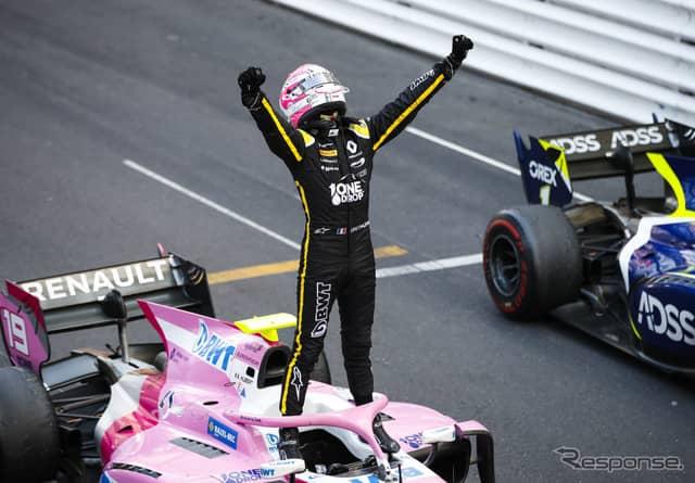 モナコでの勝利を喜ぶユベール選手。《写真提供 FIA-F2》