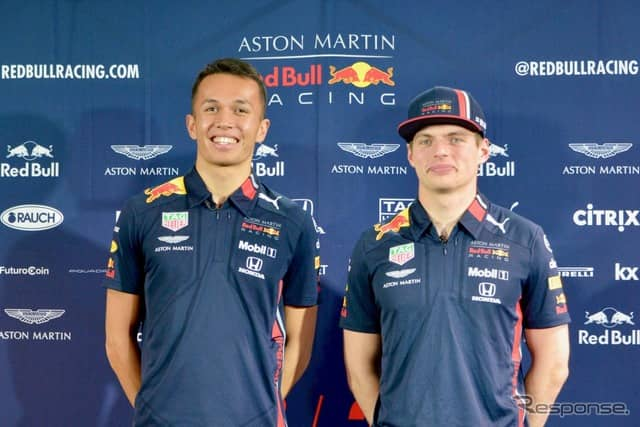 アストンマーティン・レッドブル・レーシングのアレックス・アルボン(左)とマックス・フェルスタッペン(右)《撮影 後藤竜甫》
