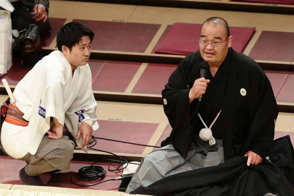 珍事!物言いの説明に物言い 言い間違いで訂正   相撲・格闘技 ...