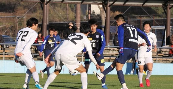 甲府 MF泉沢2戦連発、FW金園2発…神奈川大に3-0
