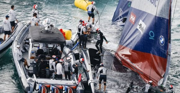 トップ6艇混戦 世界一周ヴァンデ・グローブ赤道通過